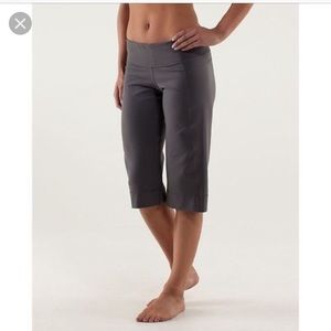 Lululemon Clam Digger ll Crop Yoga Pants Size 6